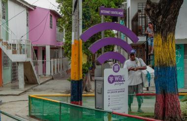 Óscar Orozco se detiene cerca de la zona de internet, al pasar por el parque Los Pitufos.