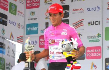 El ciclista barranquillero Nelson Soto, de 23 años, celebrando con el título de la clasificación por puntos.