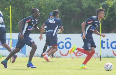 Víctor Danilo Cantillo tiene claridad para conducir el balón y le da equilibrio al medio campo  del Junior.