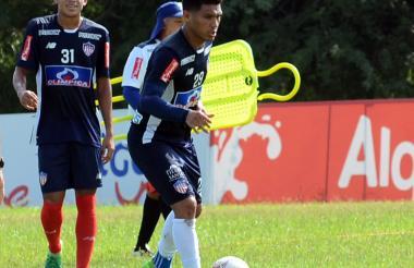 Teófilo Gutiérrez durante la práctica de ayer.