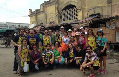 Asistentes a la tercera edición del recorrido 'Pal' Mercado'.