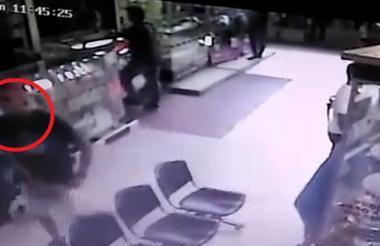 Alias Cejas recorrió el pasillo donde estaba el local de la víctima y luego disparó.