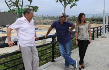 El mandatario local, al finalizar la instalación del foro, hizo un recorrido por el Gran Malecón del Río con su padre, el empresario Fuad Char.