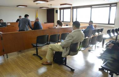 Audiencia sobre contrato del dengue en Bogotá.