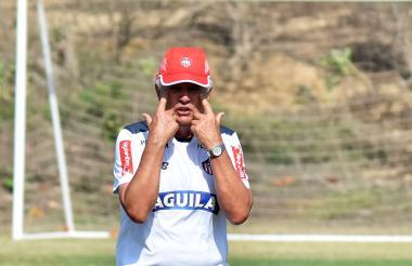 Julio Avelino Comesaña, entrenador de Junior.