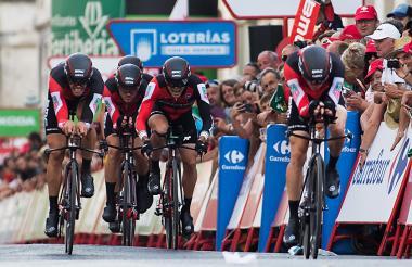 El equipo del BMC mientras llegaban a la meta en la prueba de la contrarreloj.