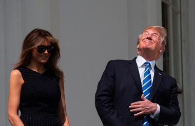 El presidente de Estados Unidos durante el eclipse de sol.
