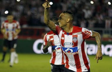Jarlan Barrera celebra el tanto de la victoria de Junior sobre Millonarios.