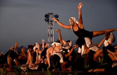 Los danzantes llevaban en su rostro la imagen de la cantante Nina Simone.