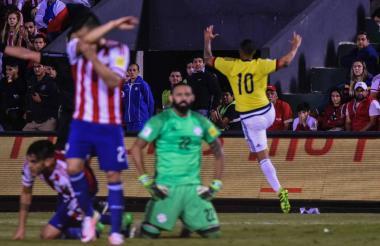 Cardona celebra el tanto que le marcó a Paraguay.