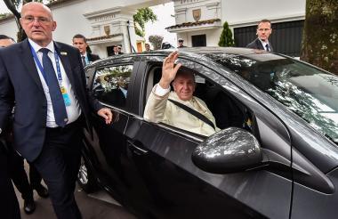 El Papa cuando salía de Bogotá al aeropuerto de Catam