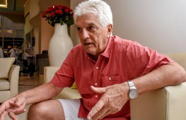 El técnico Julio Comesaña atendió a EL HERALDO en el hotel, un día antes del viaje del equipo a Paraguay.