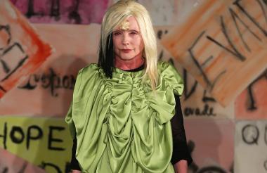 La cantante Debbie Harry durante un desfile.