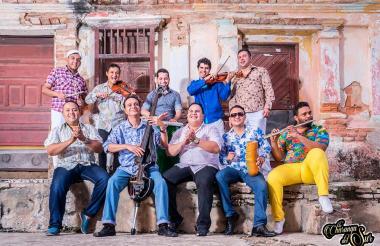 Los integrantes de la agrupación barranquillera La Charanga del Sur.