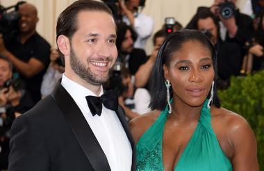 Serena Williams junto a su prometido Alex Ohanian.