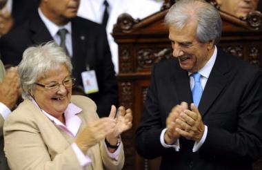 Lucía Topolansky (izq.) y el presidente de Uruguay, Tabaré Vásquez.
