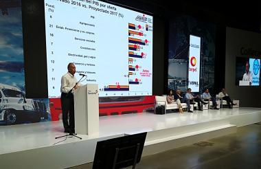 El presidente de Anif, Sergio Clavijo, interviene en el congreso de Colfecar.