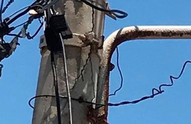 Poste de energía ubicado en el barrio La Floresta.