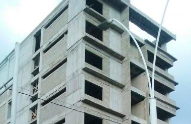 Panorámica de la inconclusa obra de la ESAP en la capital del Magdalena. La foto fue captada ayer.