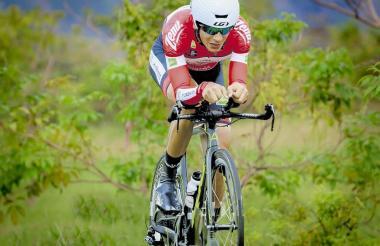 El ciclista barranquillero Nelson Soto corriendo para el equipo Coldeportes-Zenú-Claro.