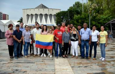 Familiares de colombianos en Puerto Rico se reunieron en la Plaza de la Paz.