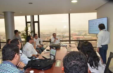 Aspecto de la reunión que se realizó ayer en el despacho del Gobernador.