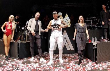 Maluma recibió el premio en el primer concierto de su carrera en Londres.