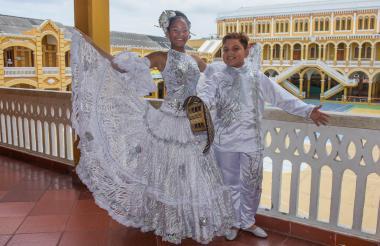 Reyes infantiles del Carnaval de la 44, Laura Ospino de 12 años y Samuel Quintero de 11 años en el Instituto La Salle.