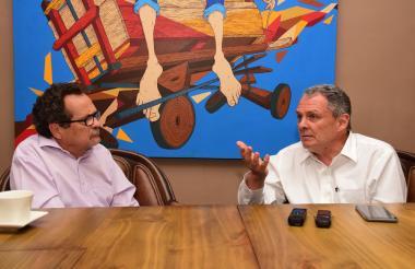 El gerente del Banco de la República, Juan José Echavarría, durante la entrevista con el director de EL HERALDO, Marco Schwartz.