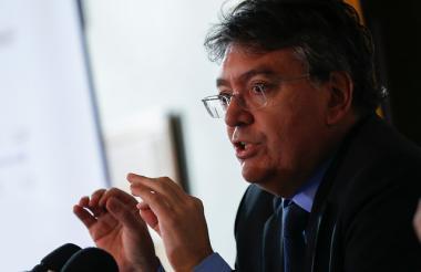 Mauricio Cárdernas Santamaría, ministro de Hacienda.