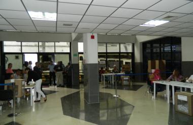 Aspectos del interior de la oficina consular de Colombia en Caracas.