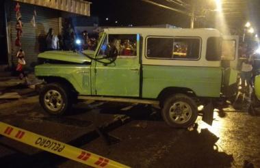 Aspecto del Jeep que se accidentó y arrolló al menor.