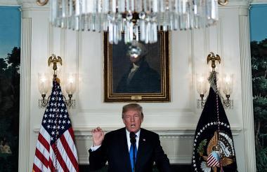 El presidente de los Estados Unidos, Donald Trump, habla sobre el acuerdo con Irán desde la sala de recepción diplomática de la Casa Blanca.
