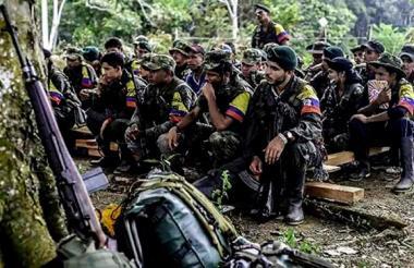 Grupo de guerrilleros de las Farc antes de que entraran al proceso de desmovilización y de amnistía.