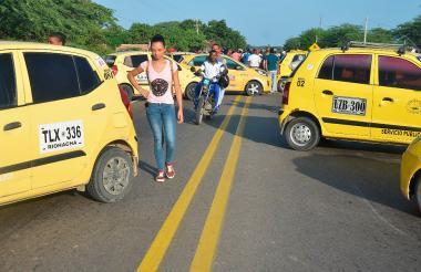 Los taxistas bloquearon las principales vías.