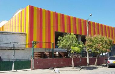 Fachada del remodelado coliseo Miguel 'Happy' Lora en Montería.