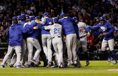 La novena de los Dodgers celebra el paso a la Serie Mundial.