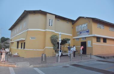 La Institución Educativa Distrital Esther de Peláez, que se encuentra cerrada.