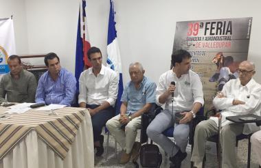 Hernando Osorio, Alfredo Villazón y Óscar Argote (directivos de Corfedupar), Jaime Murgas, Carlos E. Campo, secretario de Agricultura, y Alfonso Araújo, presidente de Ovicer, entre otros, en el lanzamiento.