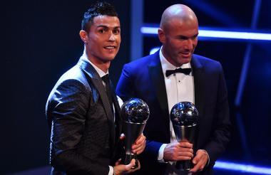 El futbolista del Real Madrid, Cristiano Ronaldo, junto al entrenador merengue Zinedine Zidane.