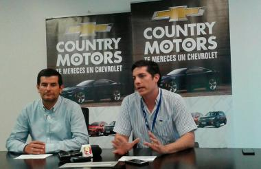 Luis F. Villegas, nuevo gerente de Disautos, y Santiago Alcocer, gerente de Country Motors en Barranquilla.