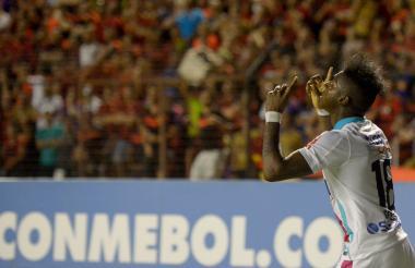 Yony González celebra uno de sus goles en Brasil.