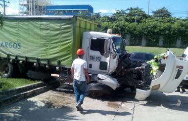 La parte frontal del vehículo quedó dañada.