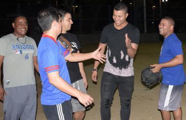 Evidenciando la alegría que lo caracteriza, José Quintana aprovechó para saludar a sus amistades.