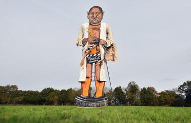 El muñeco gigante de Harvey Weinstein que será quemado en el sur de Inglaterra