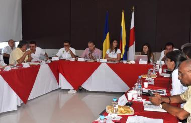 Aspecto de la reunión que sostuvieron cinco gobernadores de la Costa con la ministra de Educación.