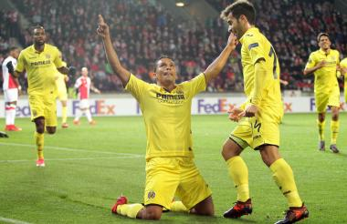 Bacca celebrando su gol.