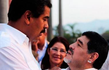 El presidente Maduro y el astro argentino Maradona.