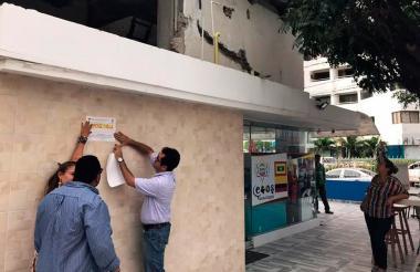 Autoridades  sellan una obra en el barrio Manga, zona norte de Cartagena.
