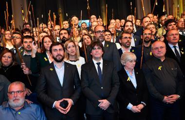 Puigdemont, sus cuatro conserjes y 200 alcaldes en el Bella Artes de Bruselas.